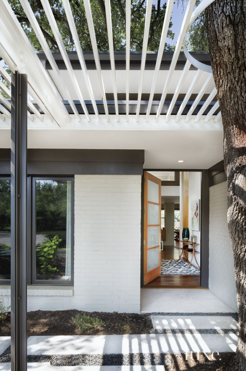 Contemporary White Entry with Trellis