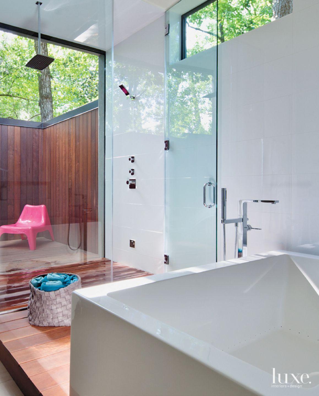 Modern Indoor-Outdoor Master Bath