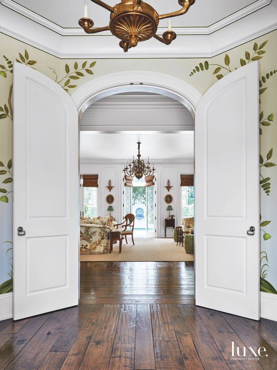 Hand-Painted Leafy Pattern Foyer