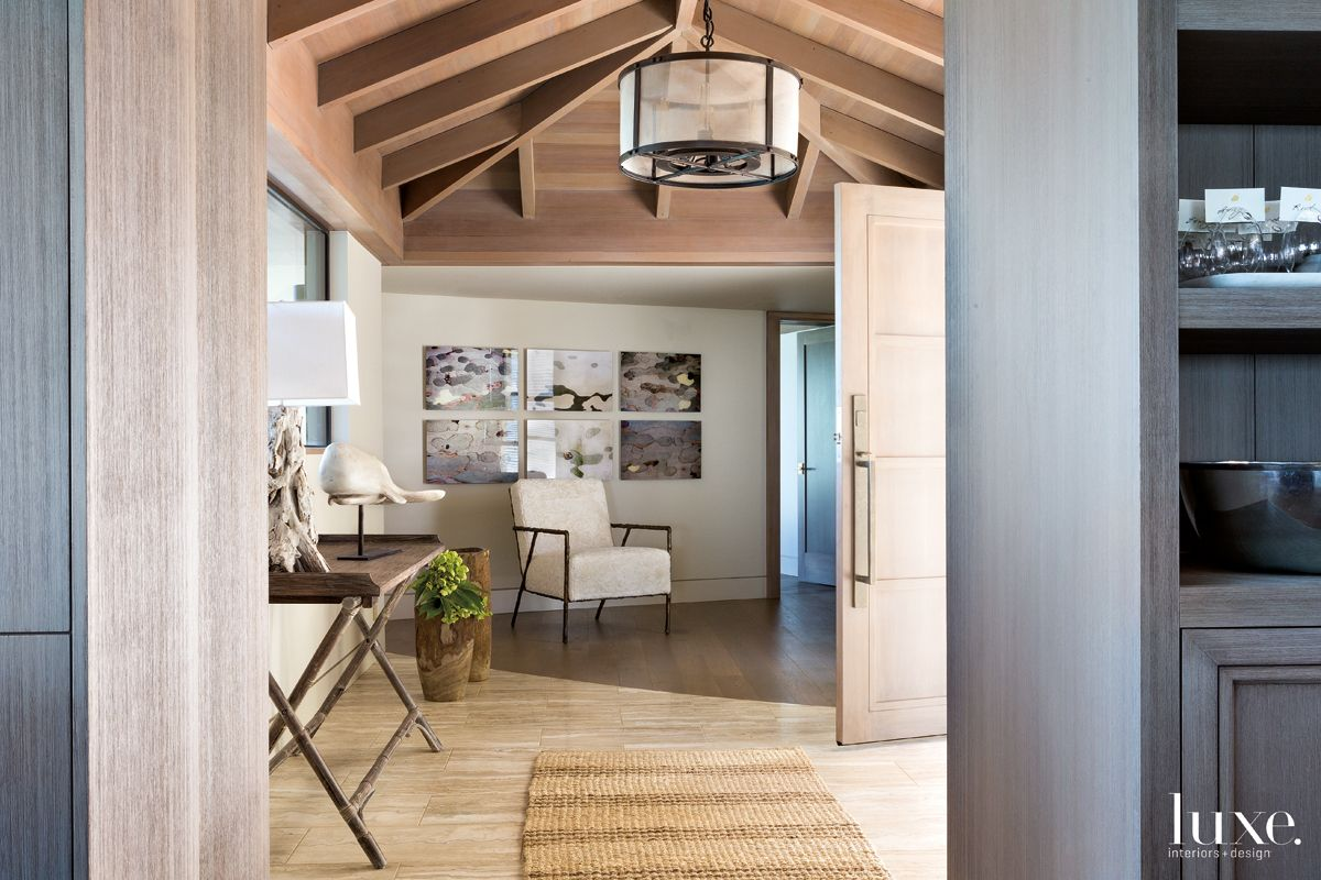 Contemporary Neutral Entry with Driftwood Table Lamp